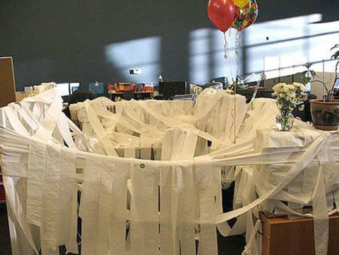 Funny-office-prank-idea-cubicle-toilet-paper