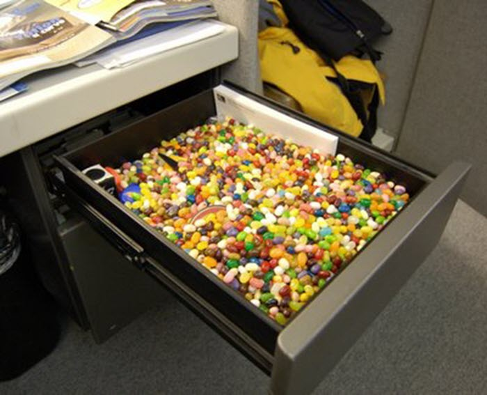 Funny-office-prank-idea-desk-drawer-jelly-belly